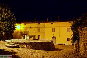 Castiglione d´Orcia: Rocca d´Orcia: Brunnen mit Zisterne