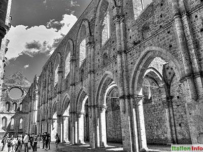Chiusdino: Abbazia San Galgano - Innenansicht