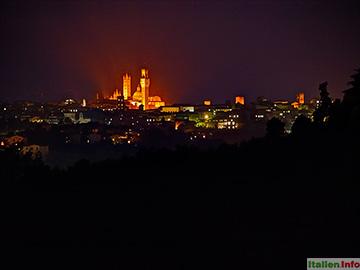 Siena: Skyline bei Nacht
