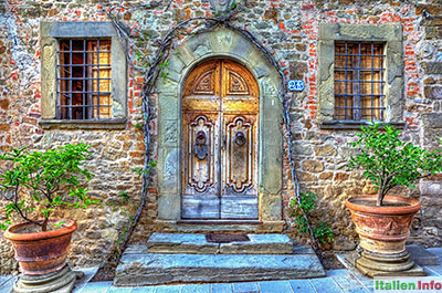 Radda in Chianti: Volpaia - Malerischer Hauseingang