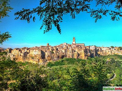 Pitigliano: Hoch auf einem Tuffsteinfelsen