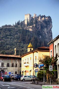 Arco: Castello auf dem Burgfelsen