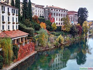 Bassano del Grappa: Brenta-Ufer im Herbst