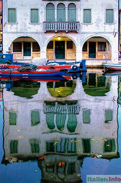 Chioggia: Spiegelbild eines Palazzo