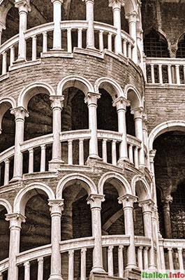 Venedig: Palazzo Contarini del Bovolo - Scala del Bòvolo