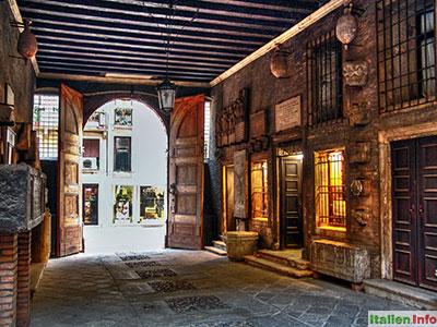 Vicenza: Durchgang zum Hof eines Palazzo