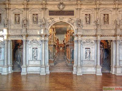 Vicenza: Bühne des Teatro Olimpico